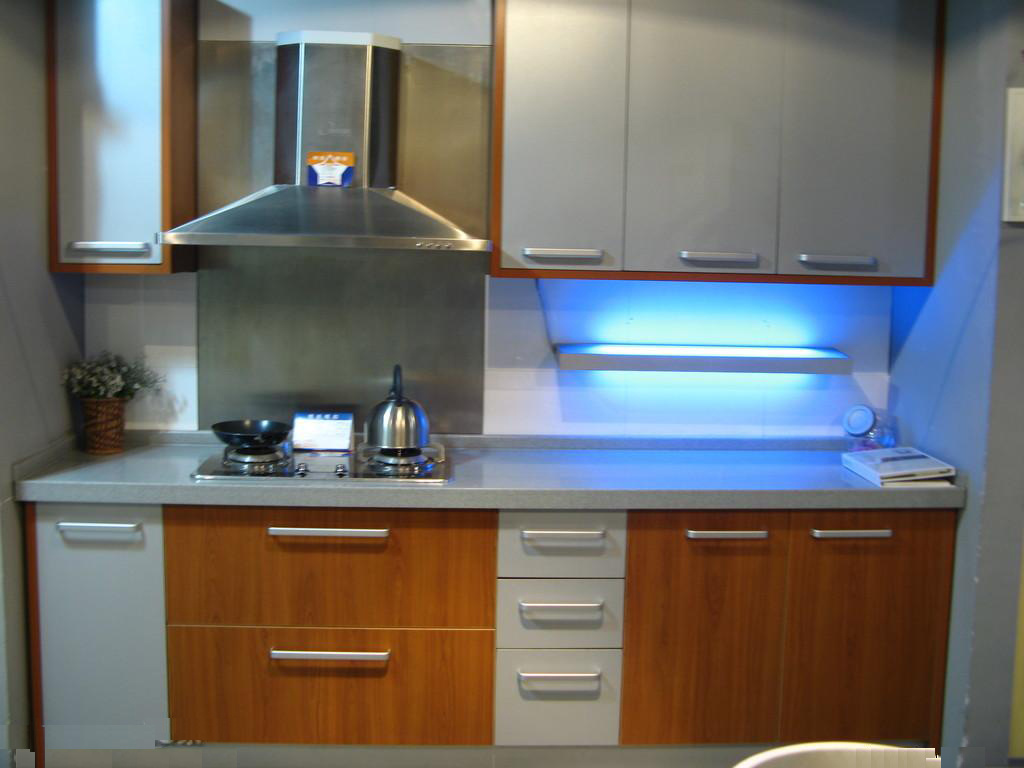 Cocinas modernas italianas latest cocina color azul with for Gabinetes modernos