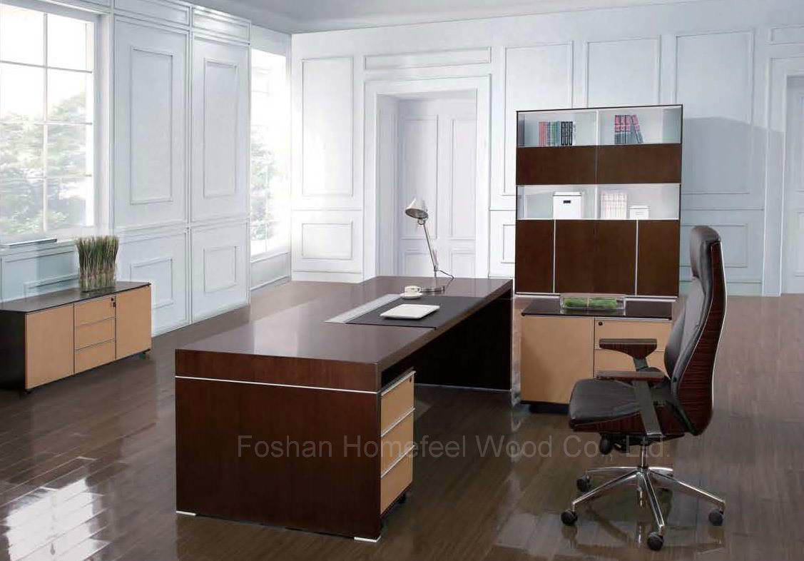 Foto de moderno escritorio de oficina negro de roble de for Escritorios de madera para oficina