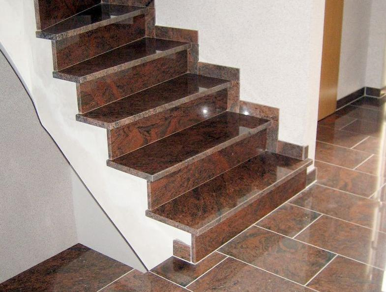 Escaleras rojas multicoloras del granito escaleras rojas for Escaleras de marmol y granito