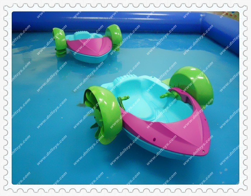 Piscine gonflable pour le bateau d 39 enfants piscine for Photo piscine gonflable