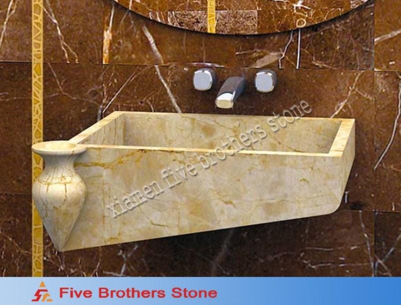 La pared de m rmol amarillenta colg el fregadero del - Fregadero de marmol ...
