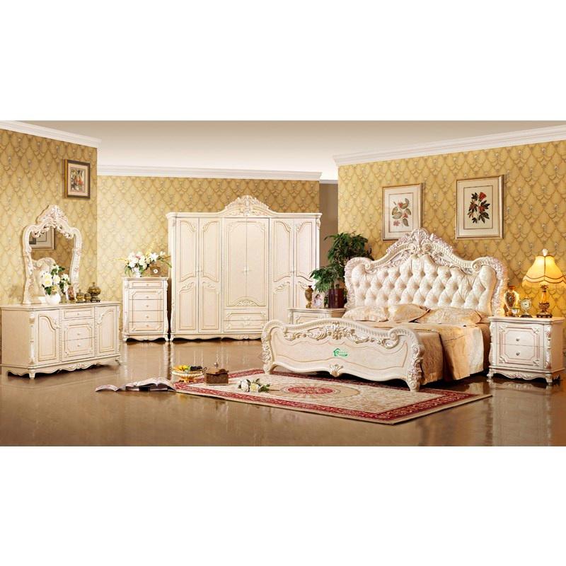 Meubles de chambre coucher avec le lit grand et la garde for Lit et chambre a coucher