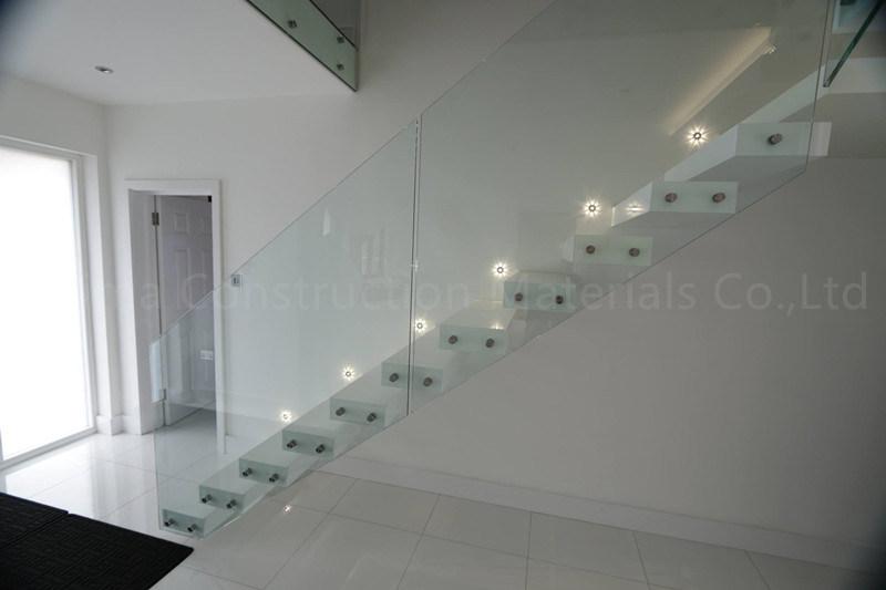 escalier de flottement cach moderne d 39 escalier en porte. Black Bedroom Furniture Sets. Home Design Ideas