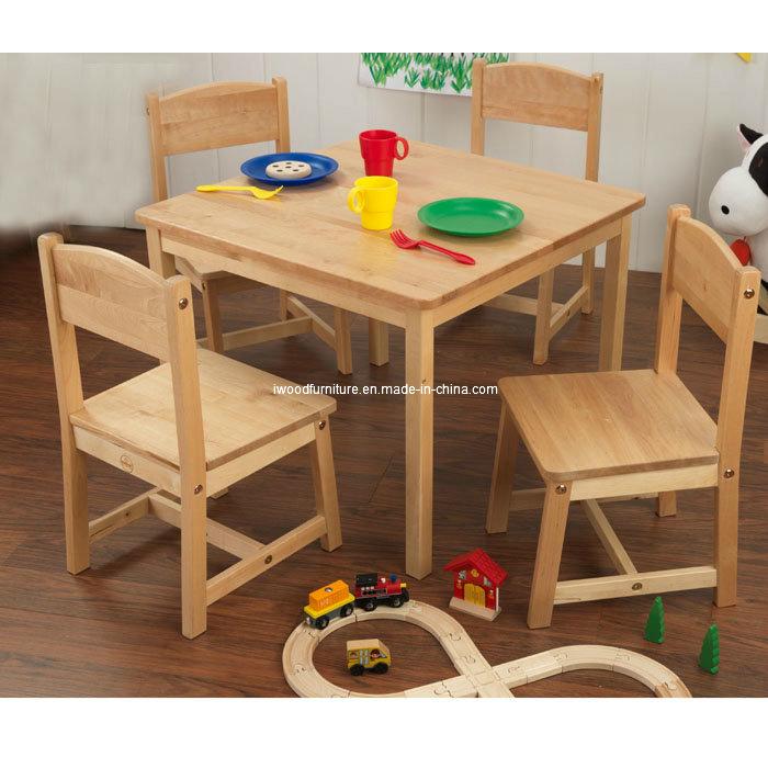 4 stoelen van kinderen de eenvoudige houten lijst 4 stoelen van kinderen de eenvoudige - Ruimte model kamer houten ...
