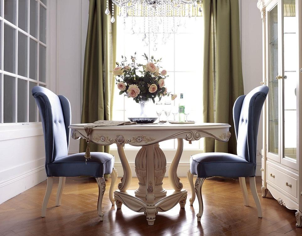 Mobilia reale della sala da pranzo che pranza insieme for Sala da pranzo reale