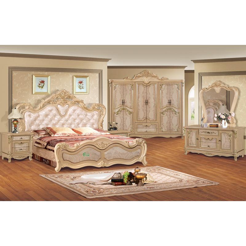 Meubles antiques de chambre coucher avec le b ti et la for Commande chambre a coucher