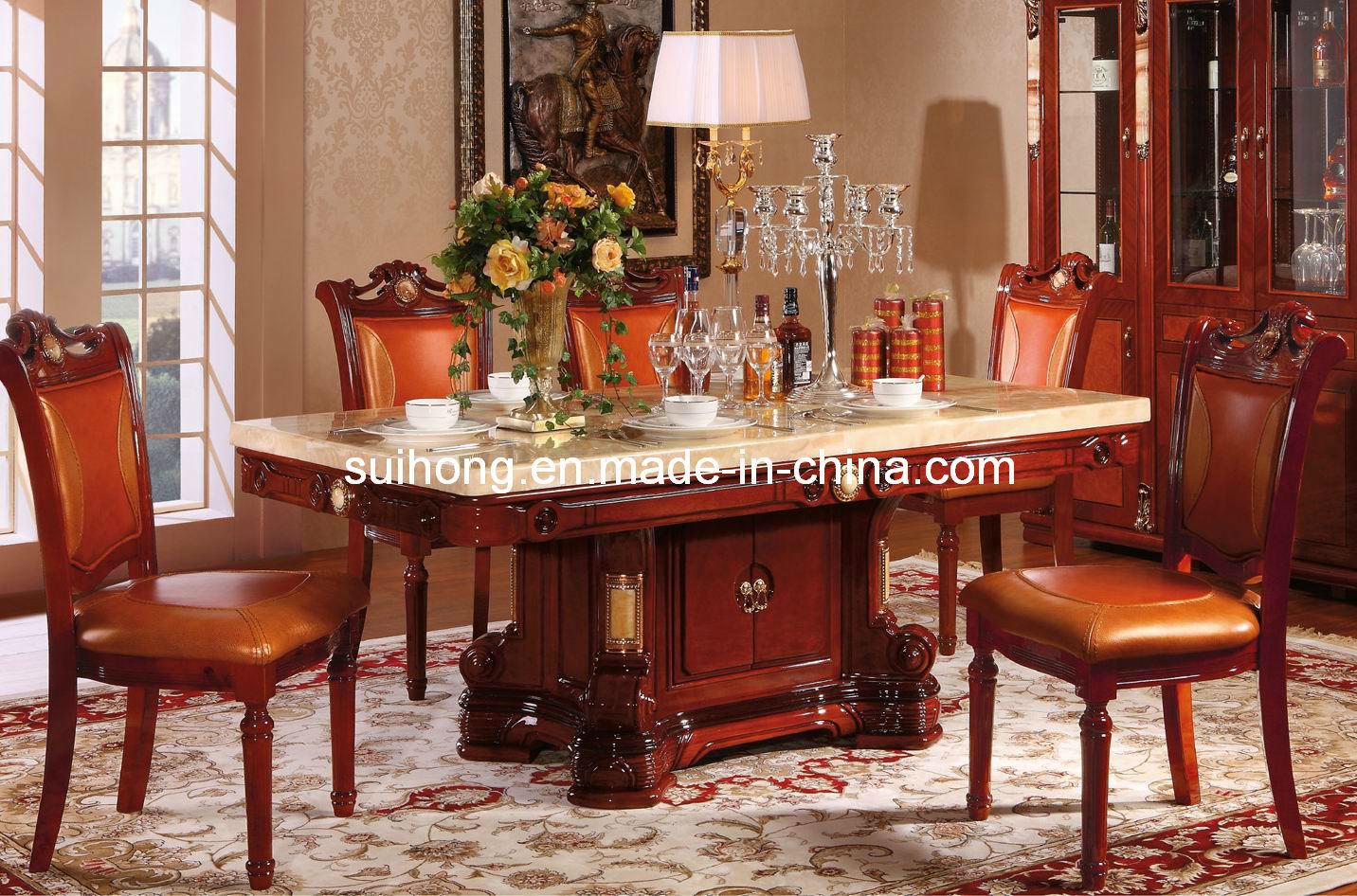 Bois plein de meubles la maison dinant la table de for La maison muebles