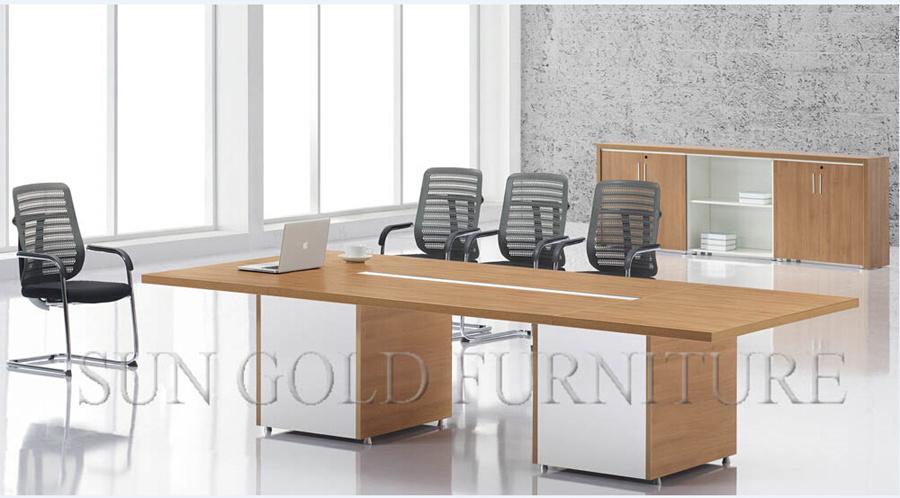Moderne Auslegung Rechteckige Konferenztisch Hölzerne Sitzungssaal .