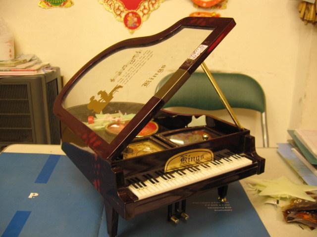 Коробка нот 205 роялей - Коробка нот 205 роялей предоставлен Webber Gift Trade Co., Ltd. для русскоговорящие страны