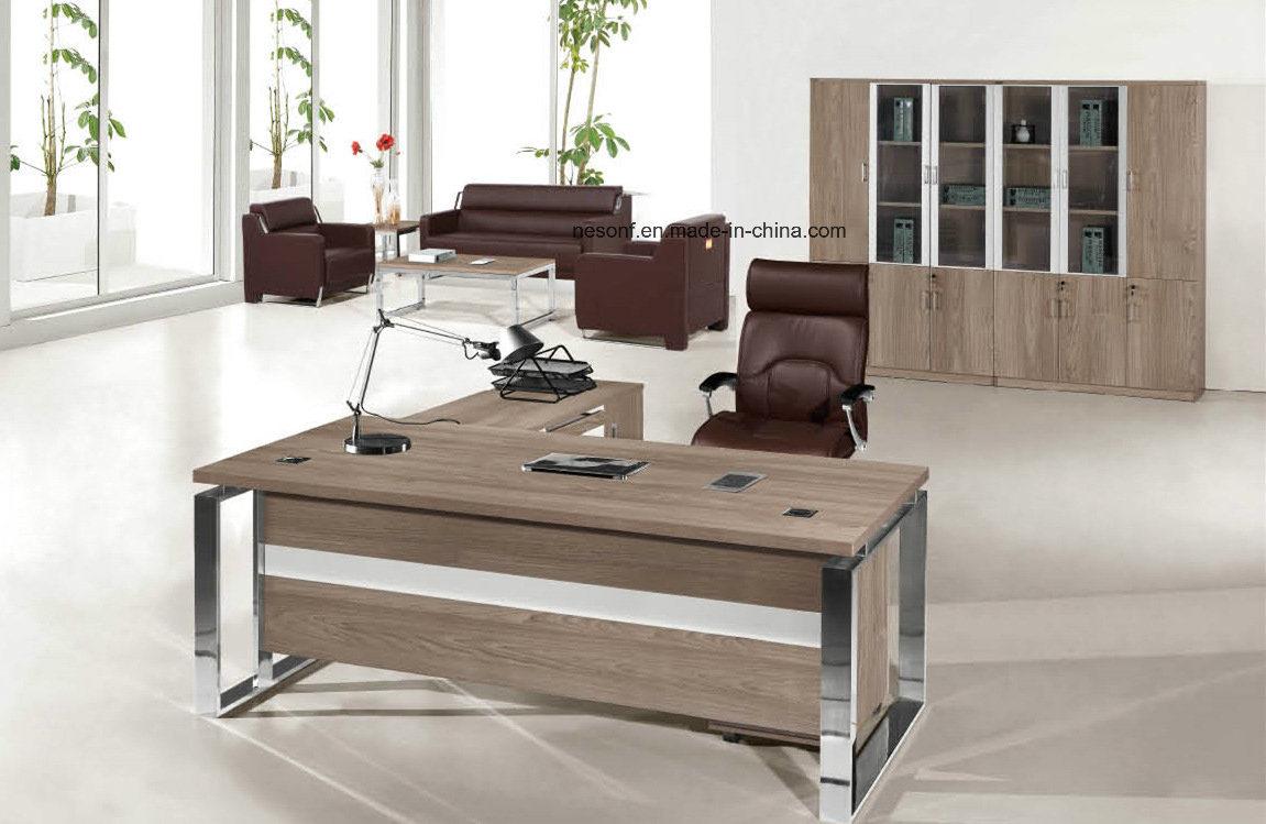 Foto de estructura met lica muebles de oficina en forma de for Muebles de oficina en l