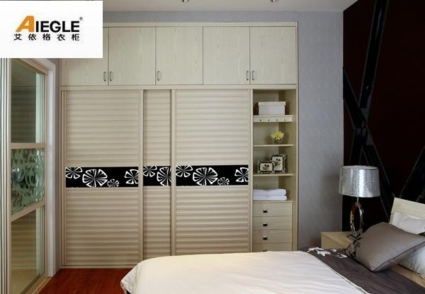petite garde robe de conception simple avec la porte coulissante pour les meubles de chambre. Black Bedroom Furniture Sets. Home Design Ideas