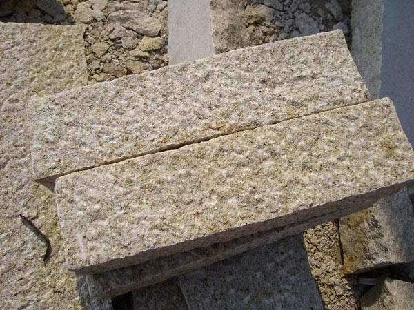 Piedra del bordillo amarilla del granito de bushhammered for Piedra granito precio
