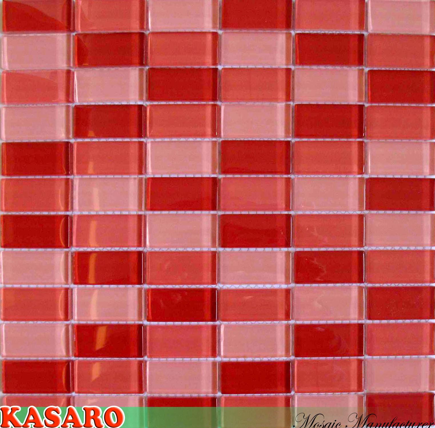 De rode tegel van de muur van backsplash van de keuken van de ...