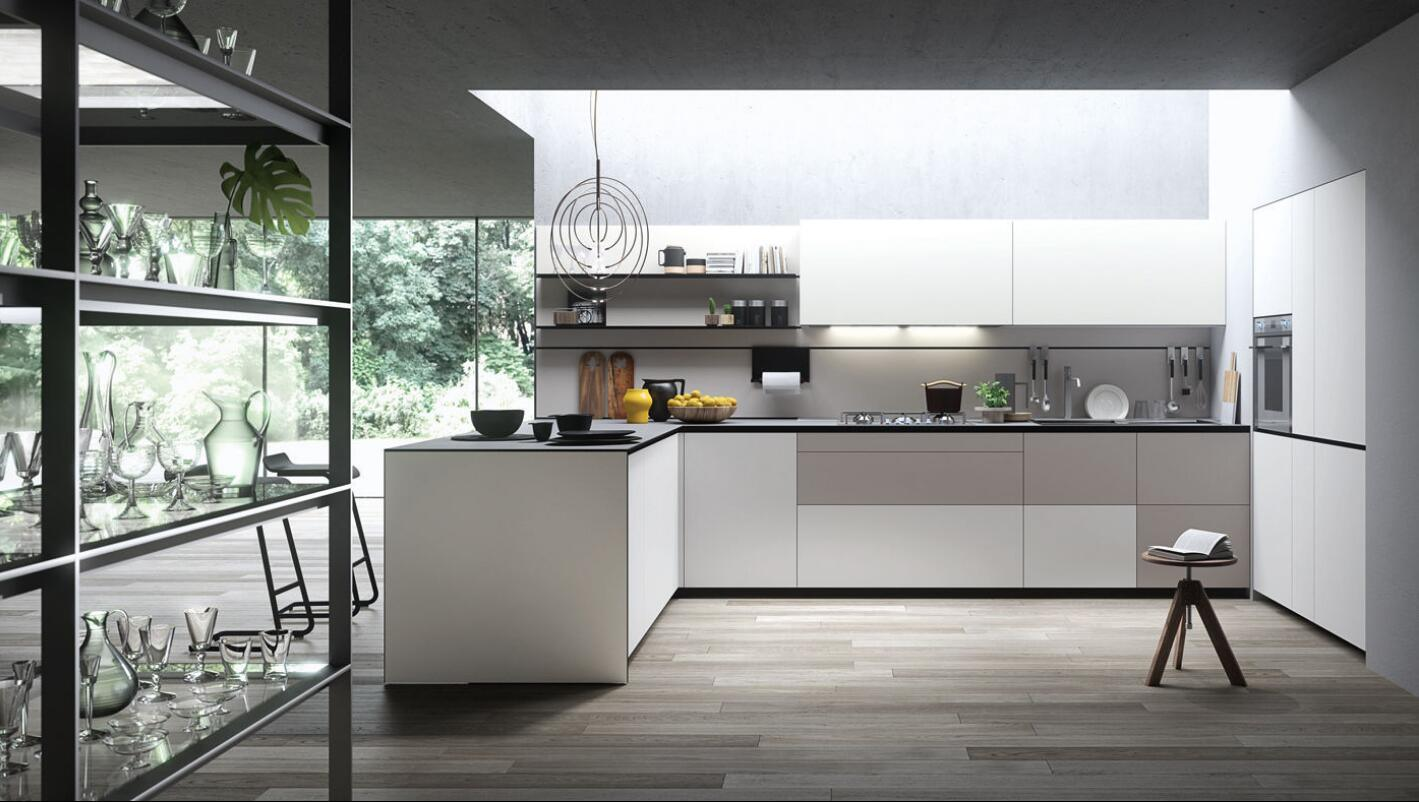 Foto de cabina blanca moderna de los muebles de la cocina de la ...