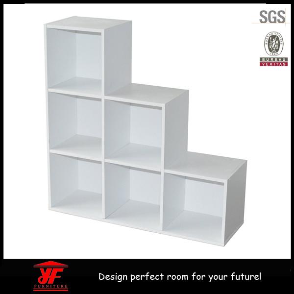 Foto de estante para libros de madera del almacenaje del for Libros de muebles de madera