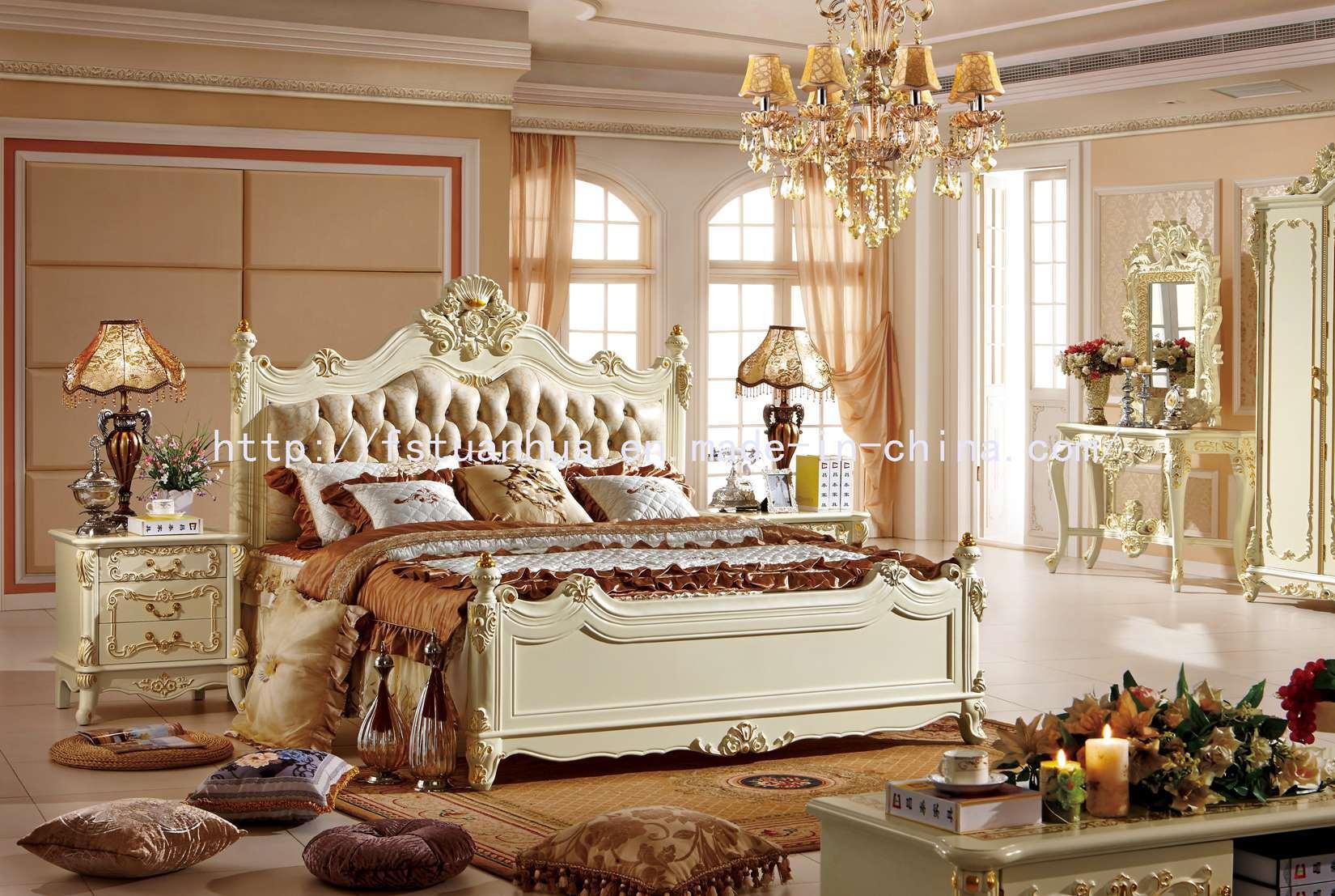 Positionnement de chambre à coucher néoclassique français blanc de ...
