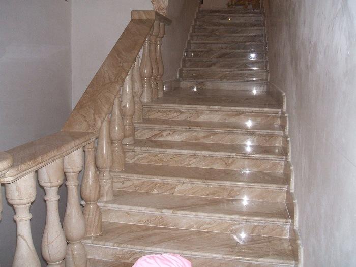 escalier de marbre en bois beige pour infoor maison. Black Bedroom Furniture Sets. Home Design Ideas