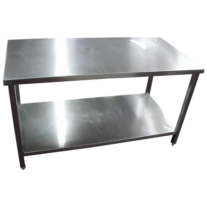 Mesa de trabajo de acero inoxidable con una debajo de la for Trabajos por debajo de la mesa
