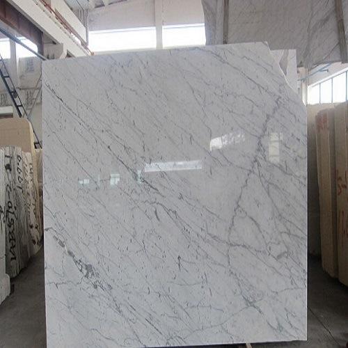 Foto de azulejos pulidos bianco carrara m rmol m rmol for Color del marmol de carrara