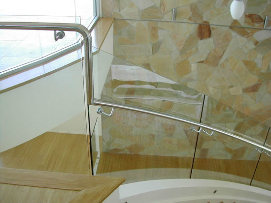 pasamanos interiores de la escalera de la barandilla de cristal de frameless