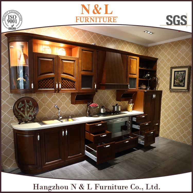 Foto de rojo cereza de madera s lida marrones color de for Disenos de gabinetes de cocina en madera