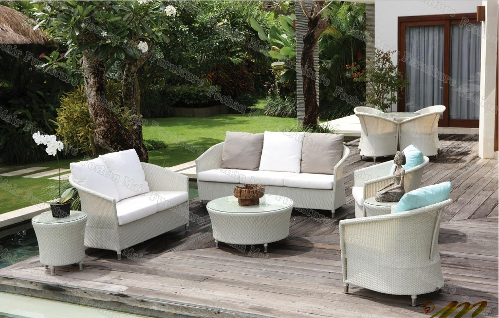 Muebles outdoor two wooden sun loungers with pads - Muebles para patio ...