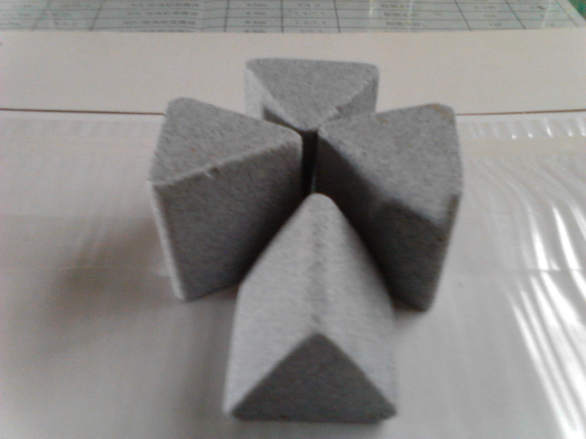 Deburring Polishingのための角度cut Triangle Ceramic Media