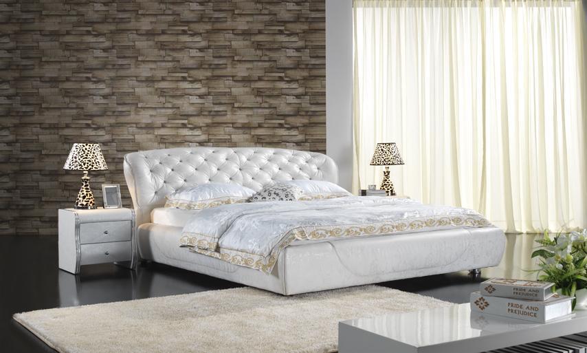lit en cuir classique de chambre coucher tapiss par