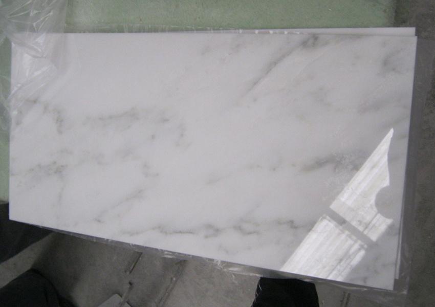 Foto de blanco de calacatta del azulejo del m rmol del for Marmol blanco real