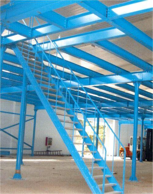 het professionele mezzanine van het pakhuis rek van de vloer het professionele mezzanine van