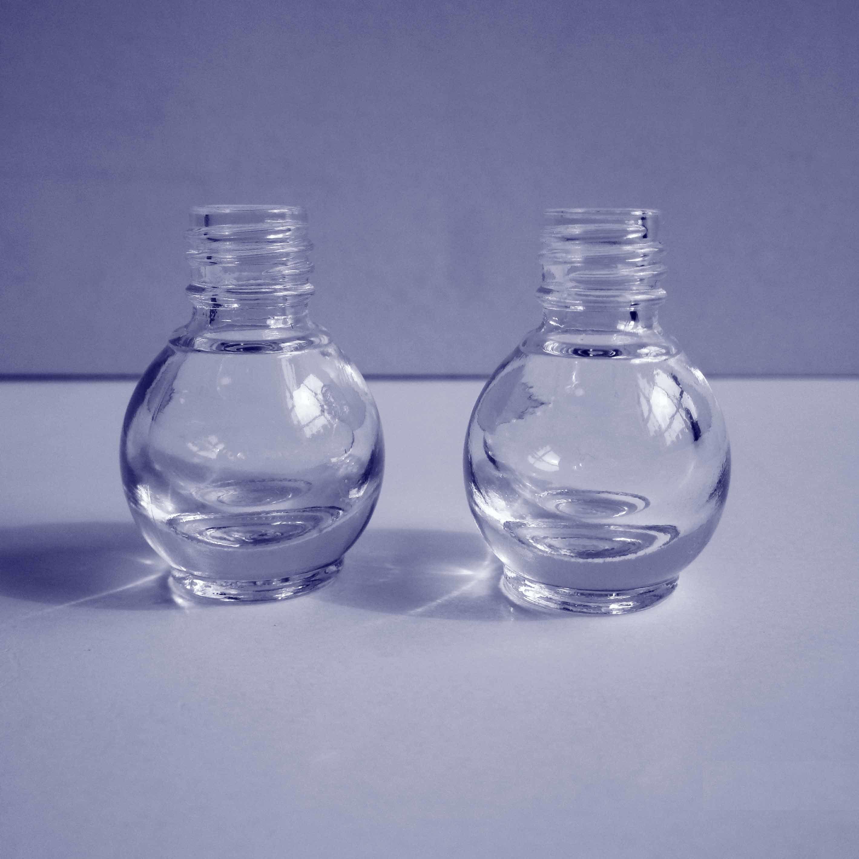 petite bouteille en verre ronde de vernis ongles bouteille cosm tique bouteille claire. Black Bedroom Furniture Sets. Home Design Ideas