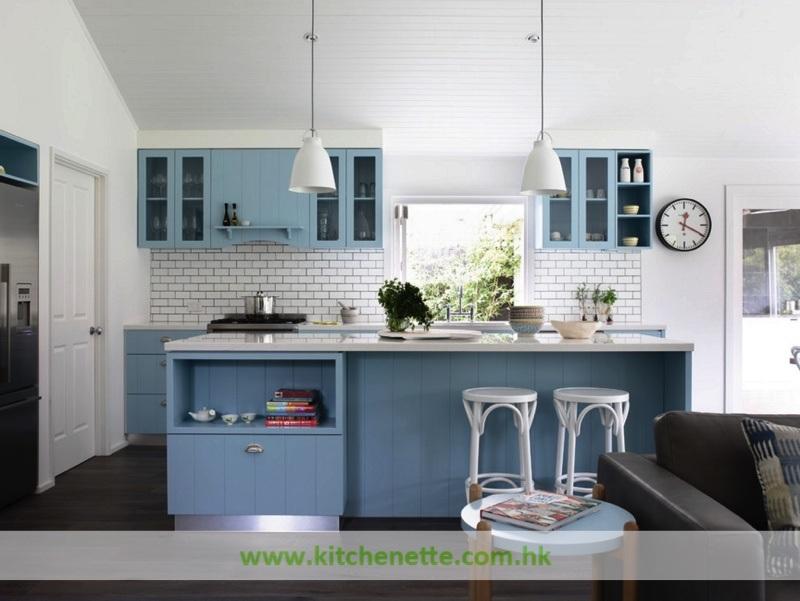 Armadi da cucina blu chiaro di stile della spiaggia di legno solido con la parte superiore del - Armadi da cucina ...