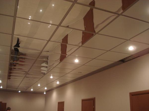 Plafond argent de miroir suspendu par aluminium plafond for Faux plafond miroir