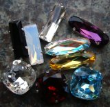 Crystal Beads With Metal Claw (300)
