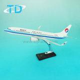 Passenger Plane Model B737-800 1: 100 Resin Craft