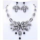 Rhinestone Fashion Necklace And Earrings Set In Silver Alloy Summer Fashion Jewelry