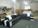 Living Room Furniture Sofa with Modern Leather Sectional Design