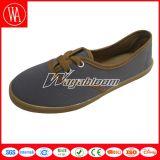 Plain Flat Canvas Shoesspring Men/Women′s Casual Shoes