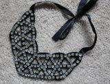 Ladies Fashion Acrylic Diamond Jewelry Collar Necklace (JE0093)