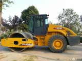 Used Single Drum Vibratory Compactor/Road Roller Xs202j with Cummins Engine
