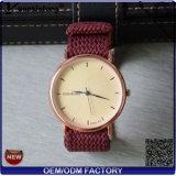 Yxl-647 China Supplier OEM Luxury Wrist Watch for Man with Perlon Mesh Strap