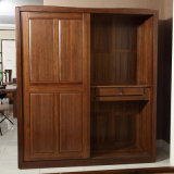 Bedroom Cabinet Solid Walnut Wooden Wardrobe (GSP9-021)