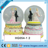 Polyresin Wedding Snow Globe with Galss Ball (HGS009)
