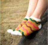 OEM Wavy Pattern Unisex Vivid Jacquard Socks