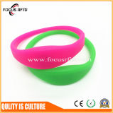 Waterproof and Sun Resistant Silicone Bracelet with Customized Logo and Size
