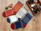 Young Man High Quality Fashion Design Embroidery Logo Cotton Knitted Socks