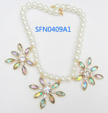 Fashion Jewelry Hoop Alloy Flower Accessories Pearl Necklace (SFN0410A)