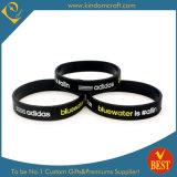 China Customized Logo Silicone Wristband & Bracelet in High Quality