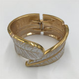 High Quality Metal Alloy Bracelet with Leaf Jewelry Bangle