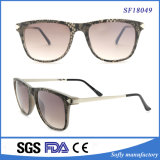Lady Luxury Designer Beautiful Snake Leather Pattern Sunglasses with Metal Temple